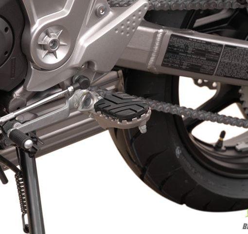 Wide Footpeg Kit – Kawasaki Versys (1)