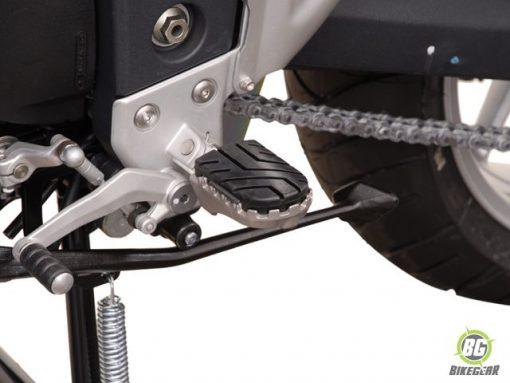 Wide Footpeg Kit – Triumph Tiger 1050i (1)